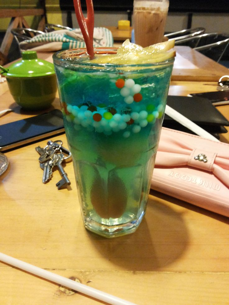 Bubble Blue Ice how to make it: prepare: sparkling water, bubble jelly, syrup with blue colour , mint leaves, and star fruits for garnish after that you can put in the glass