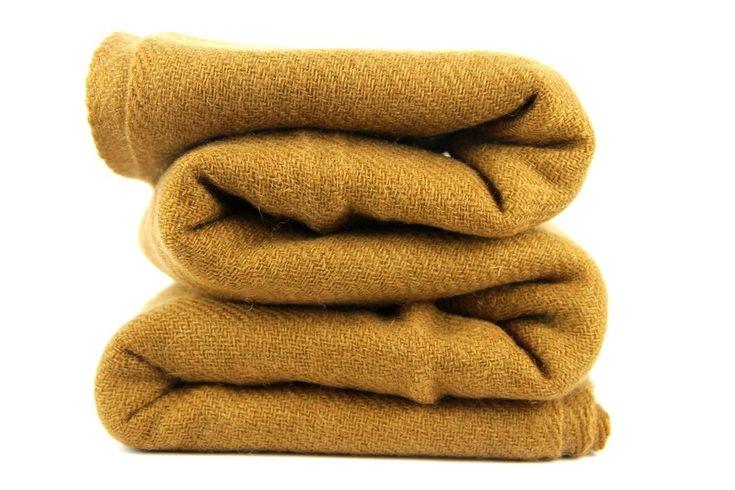 Splendide écharpe en laine cachemire camel beige.