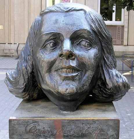 Il monumento a Claire Waldoff in Friedrichstraße, a Berlino.  #cabaret #Kabarett #Berlin #Friedrichstraße #monument #head