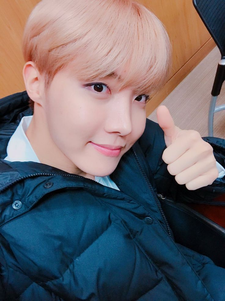 J-Hope ❤ [BTS Trans Tweet] 모닝 엄지 처억~  내 사람들 힘내요☺ / Morning thumbs up~  My people cheer up☺ (힘~HIM) #BTS #방탄소년단