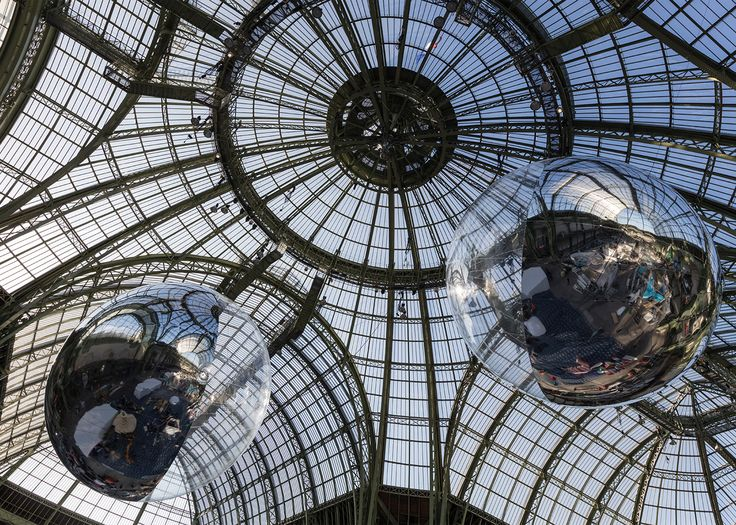 Argentinian artist Tomás Saraceno has designed a pair of hovering  air-filled globes that he
