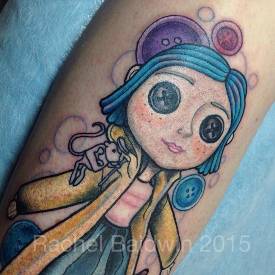 Rachel Baldwin did this absolutely amazing fan tattoo of the little Coraline doll