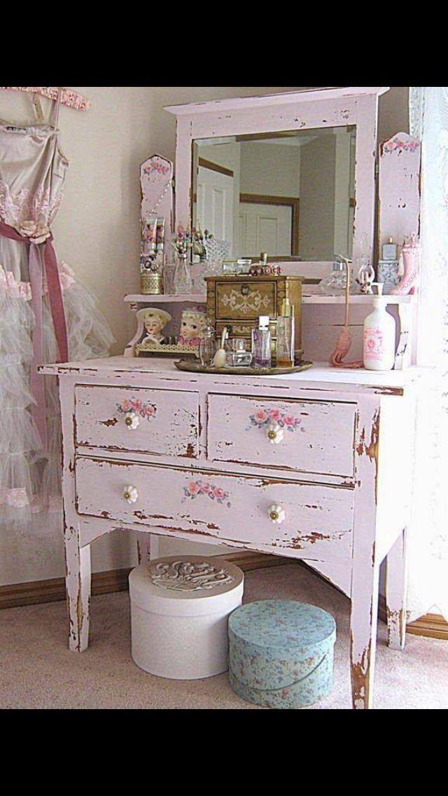 Pin de susan walker en shabby chic pinterest muebles - Muebles envejecidos ...