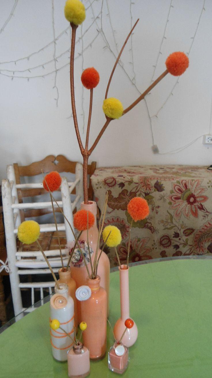 Centro pintado y diseñado con los colores elegidos. Totalmente DIY.