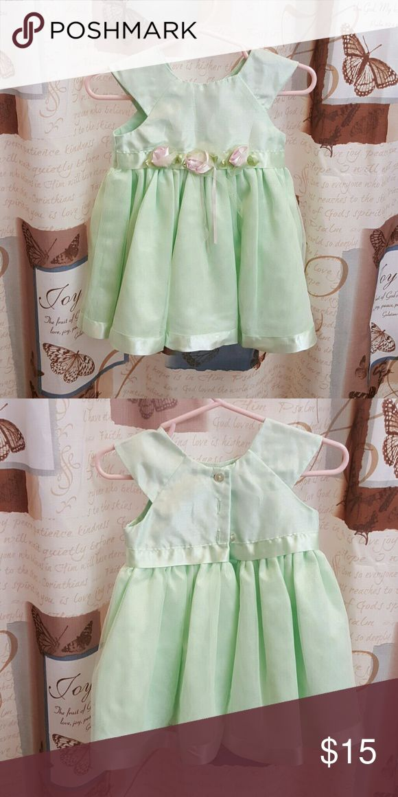 Youngland dress Beautiful mint colored dress with 3 flowers right below chest. Youngland Dresses Formal