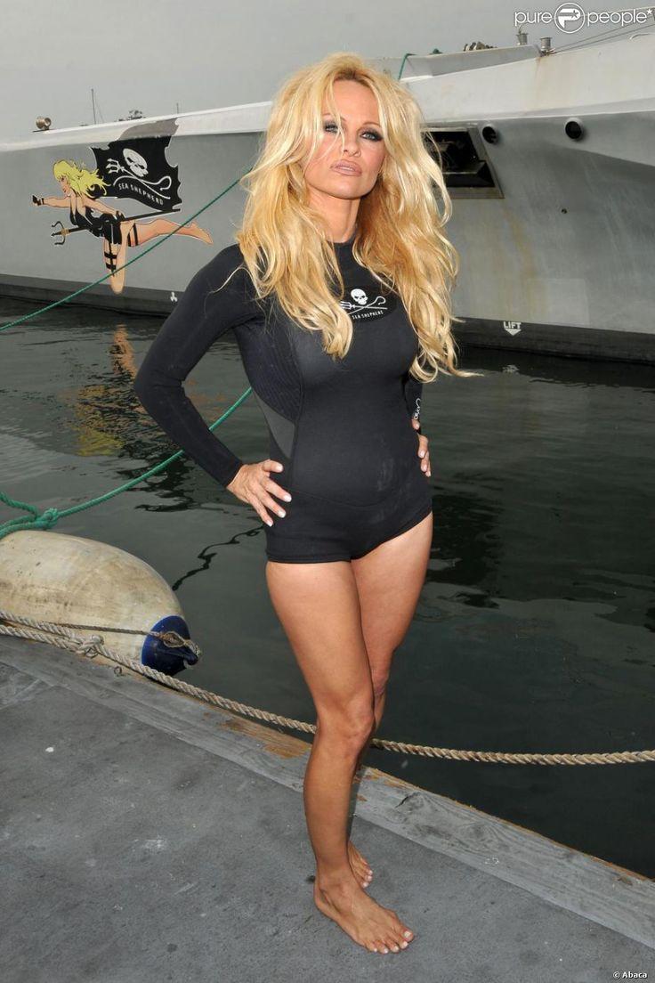 sea sheppard crew girls naked | Pamela Anderson, attend la conférence de presse de Sea Shepherd à ...