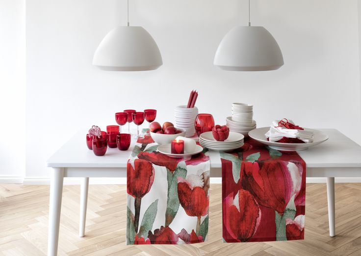 Tulppaani Runner | Pentik Christmas 2017 | Designed by Lasse Kovanen, Tulppaani (Tulip) impresses with its big flowers that convert any space into splendid. Tulppaani pattern is designed both for modern and traditional environments.
