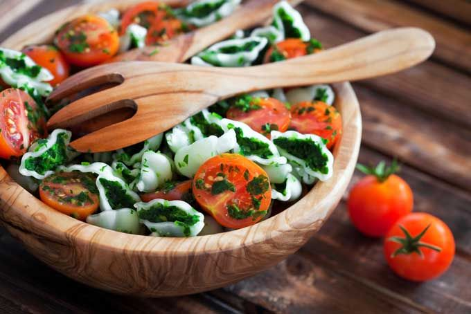 Looking for a wood bowl to spiff up your salad presentations? Check out our guide to help you pick the best product as they are not all made equal. Read now