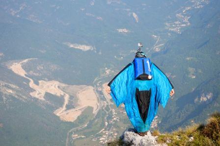 Uli Emanuel #basejump #basejumping #wingsuiteflying #wingsuite #travel #travelling #travelgram #switzerland #fun #open #extremesports #xtremespots #xtremespotsgram