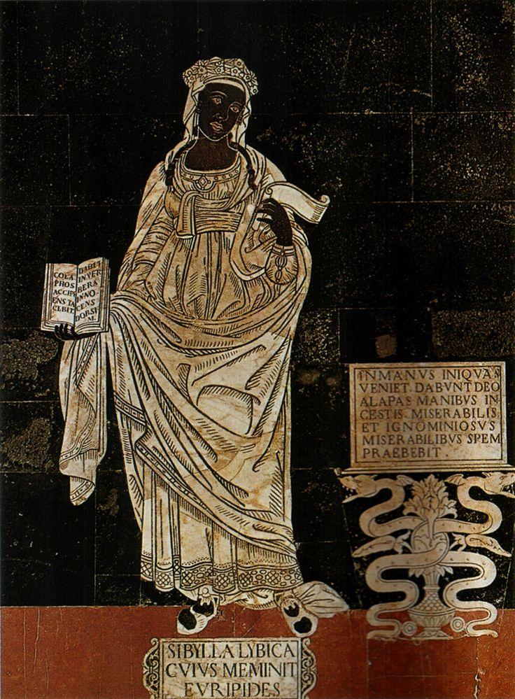 """Pavimento del Duomo di Siena - Navata sinistra Sibilla Libica (italica) - 1483 Disegno di Guidoccio Cozzarelli Nella mano sinistra ha un cartiglio srotolato, e tiene in mostra con la destra un libro aperto ove si legge: """"Prendendo schiaffi tacerà. Offrirà ai colpi la schiena innocente"""". Alla sua sinistra c'è una targa dove è impressa la seguente iscrizione: """"Verrà tra mani ingiuste. Con mani impure daranno frustate a Dio. Miserabile e ignominioso infonderà speranza al miserabile"""""""