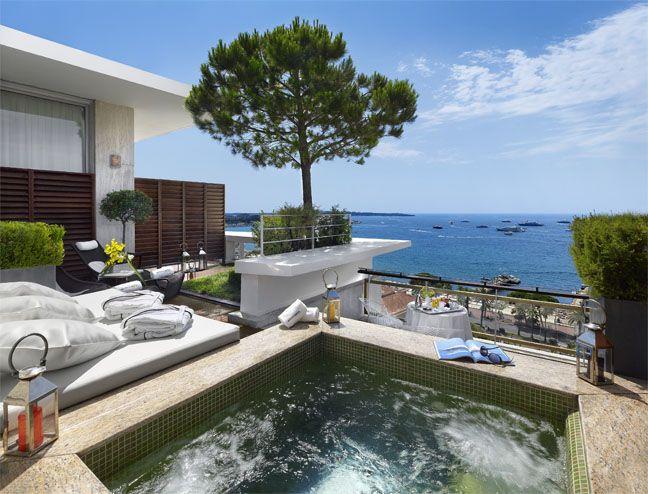 Le Grand Hôtel de Cannes.