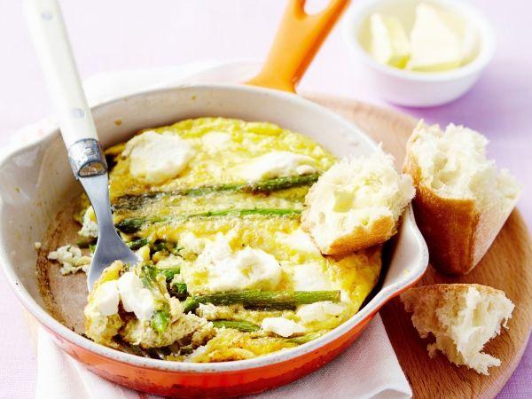 Fritata asperges-ei-ricotta. Met dit recept kunt u eindeloos variëren: vervang de asperges door erwtjes, blokjes tomaat, courgette enz - Libelle Lekker!