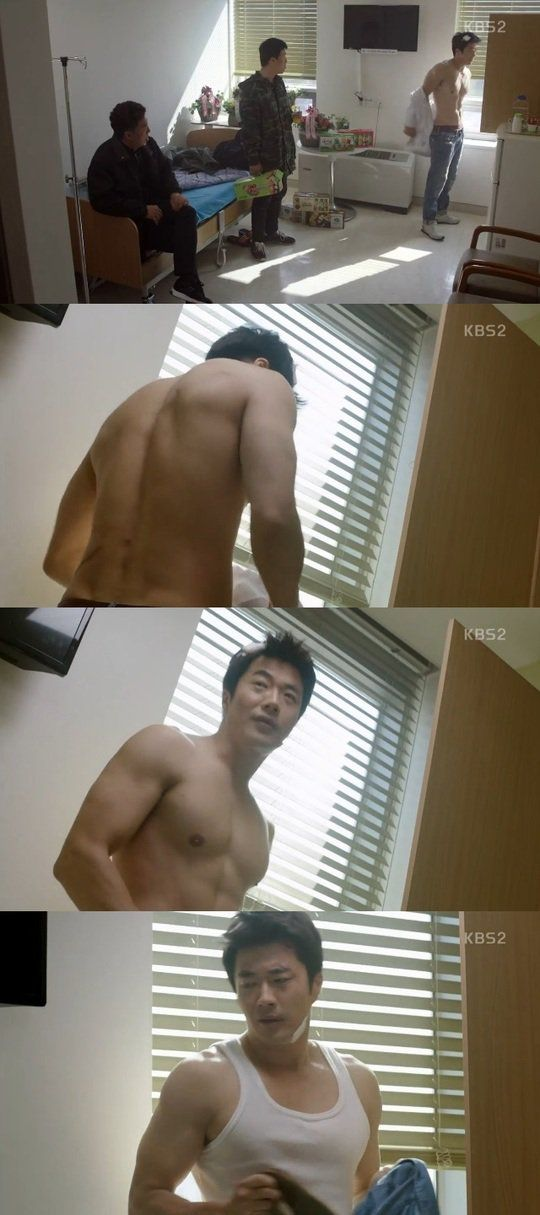 """[Spoiler] """"Mystery Queen"""" Kwon Sang-woo takes off shirt"""