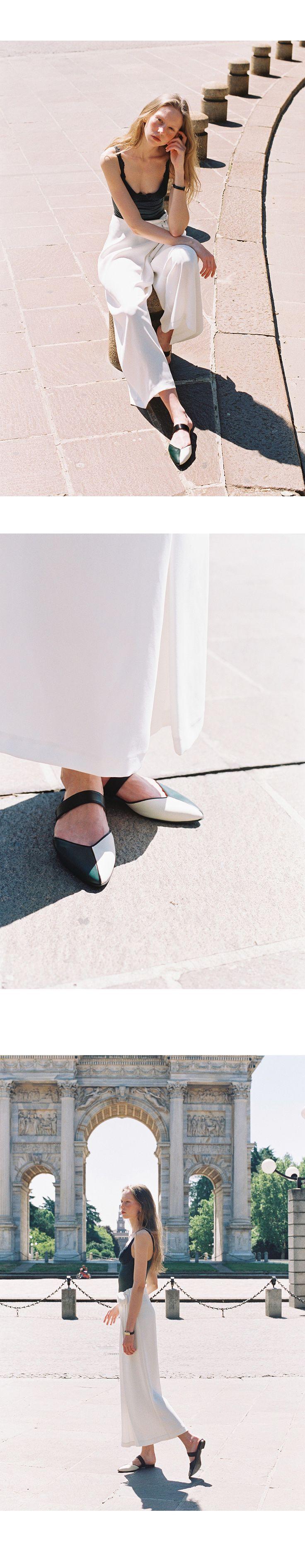 Upper : cow leather, lamb skin Lining : pig skin leather Outsole : rubber sole Heel : 2cm Size : 타이트한 정사이즈입니다. 본인 정사이즈로 주문해주시면 되나, 발볼이 많이 넓으신 분들은 한사이즈 크게 주문해주세요