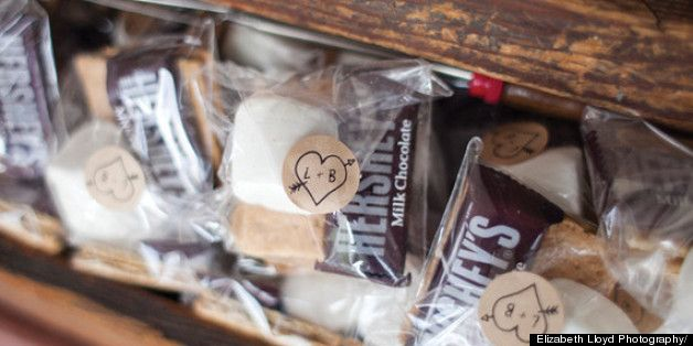 Tips for throwing a fab engagement party, ladies! Love the cute little labels on these treat bags!