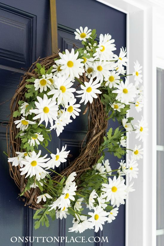 Make it! Easy DIY Daisy Wreath for your front door. Anyone can do this with basic supplies from any craft store. Adds great curb appeal too!