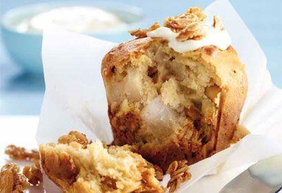 Muffins aux poires, au yogourt et au granola #recette #collations #sante