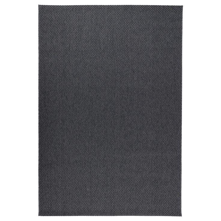 IKEA - MORUM, Teppe flatvevd, inne/ute, inne/ute mørk grå, 200x300 cm, , Ideelt til stua eller under spisebordet, siden det flatvevde teppet gjør det enkelt å trekke ut stoler og støvsuge.Teppet er perfekt til utendørs bruk, siden det tåler regn, sol snø og smuss.