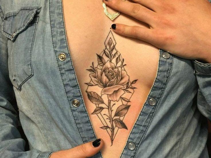 Decollete Tattoo: 23 idées provocantes pour les dames  Art Corporel