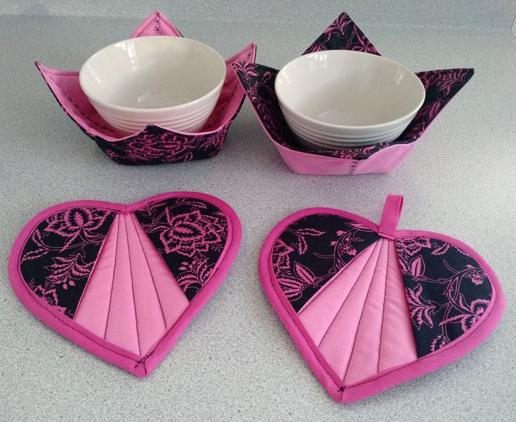 OooooLaLa! I just love these new designs in Paris floral print--pink on black. Heart-shaped #potholders and #microwave-safe bowl #cozies perfect for #ValentinesDay gift. http://etsy.me/2Drn733