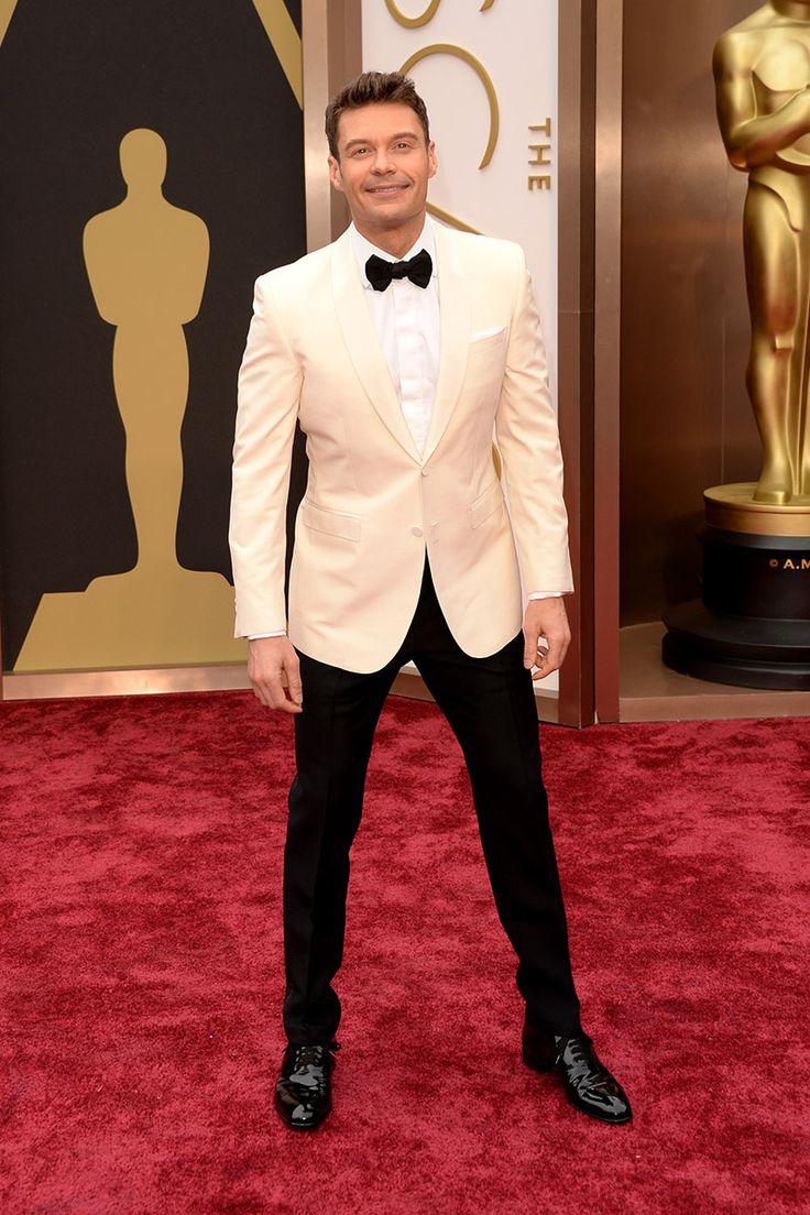 Ryan Seacrest El presentador y locutor de la televisión estadounidense Ryan Seacrest ha sido uno de los primeros hombres en pisar la alfombra roja de los Oscar. Ha decidido combinar el negro y el blanco en su esmoquin de Burberry Prorsum.