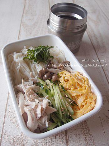 まさかお弁当でひんやりそうめんが楽しめるとは*嬉しいスープジャーの活用レシピ。めんつゆもスープジャーなら冷え冷えで味わえます。