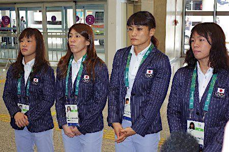 リオに到着したレスリング女子代表 :フォトニュース - リオ五輪・パラリンピック 2016:時事ドットコム