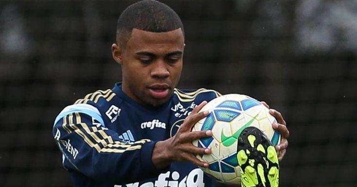 Palmeiras fica perto de emprestar o lateral-direito Taylor ao Botafogo-SP