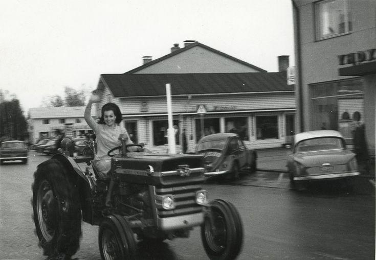Miss Suomi 1966 Satu Östring ja Massey Ferguson  #misssuomi