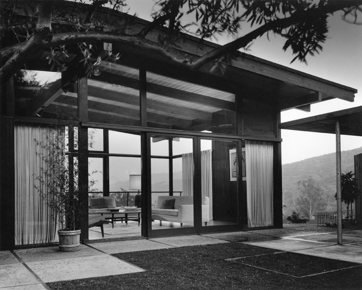 The Grossman House, Los Angeles, California, 1956-57, by Greta Grossman (Swedish-American, 1906-1999). Photograph by John Hartley.