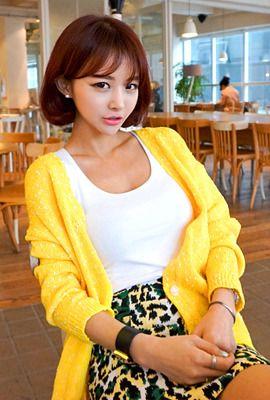 Today's Hot Pick :ヴィヴィッドカラーシンプルカーディガン http://fashionstylep.com/SFSELFAA0004458/myharoojp/out 魅力的な色使いがお目見えのカーディガンです。 適度な厚みのある素材感とすとんと感がゆったりカジュアルな雰囲気に合います。 カラーネップが映えるシンプルなワンポイントがGOOD。 ヒップラインを綺麗にカバーできるロング丈なので着回し力高いです。 ボーイッシュなカジュアルやフェミカジ系におすすめです。 ◆3色:グレー,チェリーピンク,イエロー