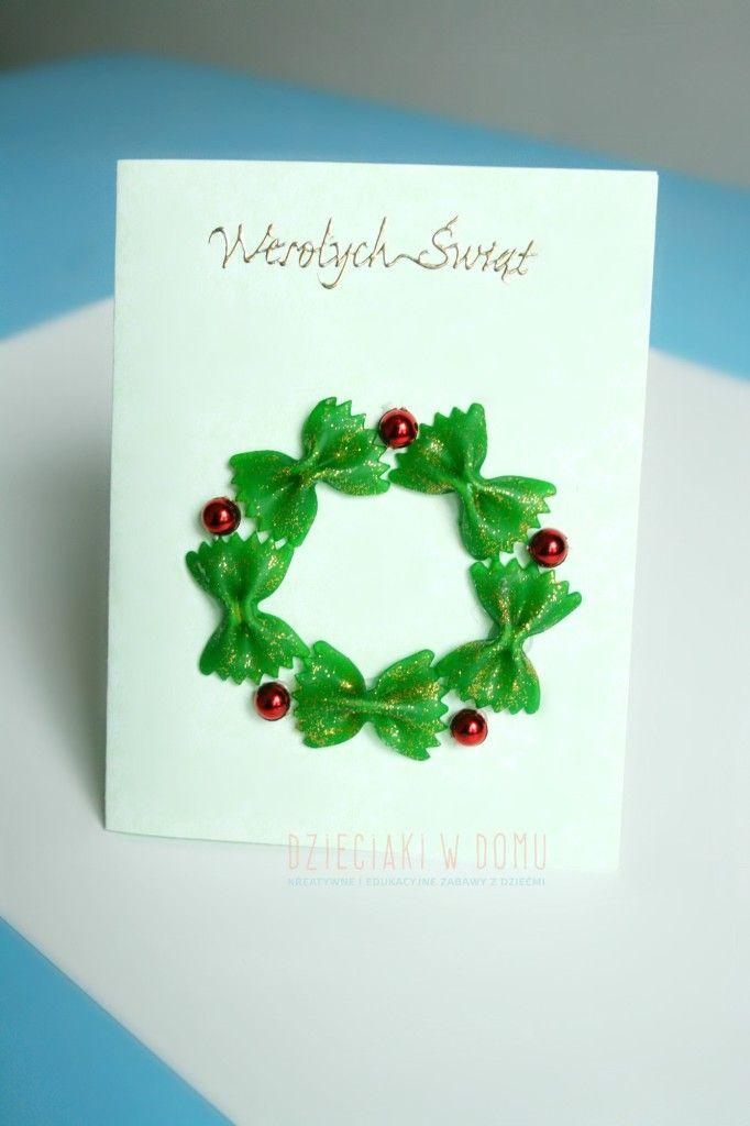 świąteczna kartka ozdobiona kokardkami z makaronu