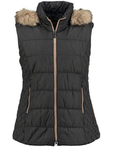 Een all-rounder voor de chique garderobe! De warme gewatteerde bodywarmer is ideaal voor de koudere dagen van de herfst en voor al uw styling ideeën....