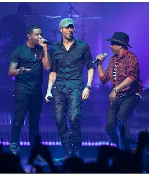 Enrique and friends on stage