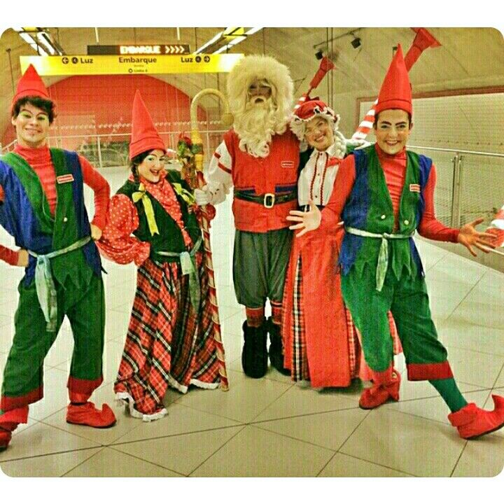 Noel e companhia na Linha 4-Amarela! Foto: @selllprado  #natalemmovimento #metrosp #metro #noel #papainoel #santaclaus #santa #claus #natal #subway #subwaypeople #duende #duendes #linha4amarela #linha #viaquatro