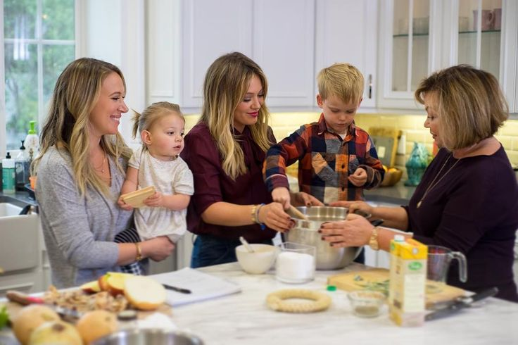 Haylie Duff, baby Ryan Rosenberg, Hilary Duff, Luca Cruz Comrie & Susan Duff