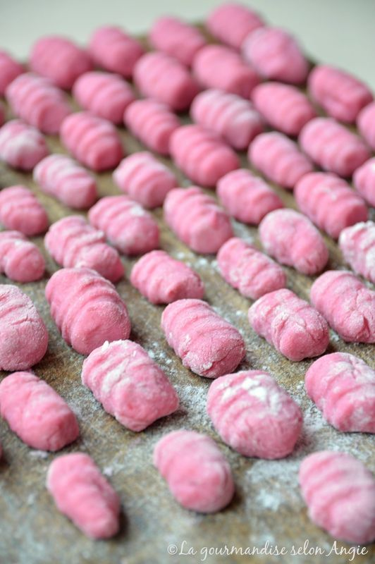 gnocchis rose à la betterave #vegan http://www.la-gourmandise-selon-angie.com/archives/2017/02/06/34784685.html