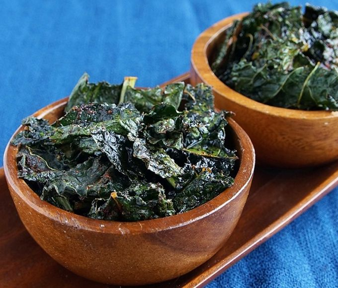 Crispy Chili Kale Chips--Seasoned with chili powder and ...