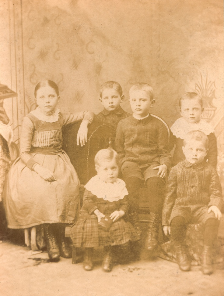 Family portrait (Ellis LittleLocal History Room collection).