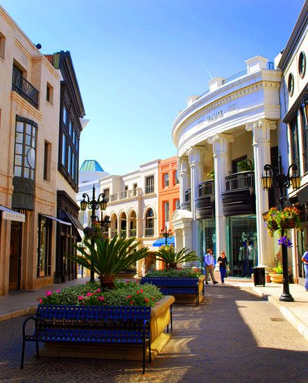 Rodeo Drive ~ Beverly Hills...would love to be back in Cali right now!