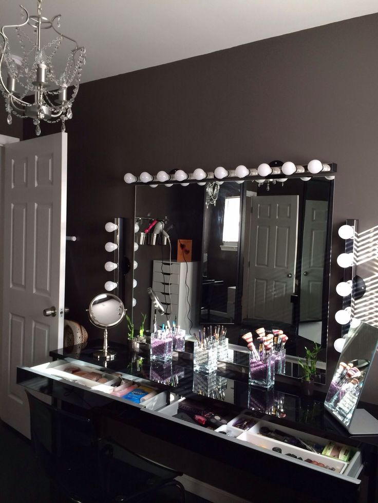 Makeup Vanity Light Bulbs : Best 25+ Black vanity table ideas on Pinterest Black makeup table, Mirrored vanity desk and ...