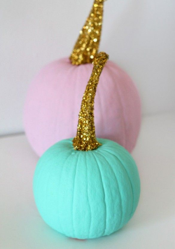 23 Totally Chic Ways to Decorate Your Pumpkin via @domainehome