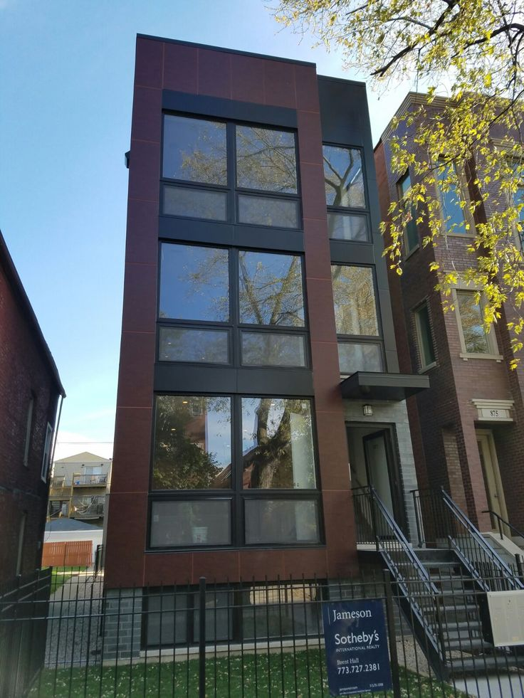 Multi-residential house on 877 N Hermitage Ave in Chicago.Windows and doors by SWD, including installation. Profile SWD A5, shapes 10, total quantity 26.