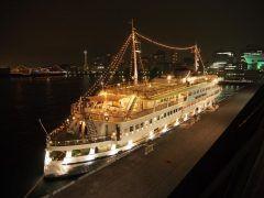 横浜でナイトクルージングはいかがですか ロイヤルウィングはランチとディナーのクルーズが人気なのですがデートや思い出作りにいいですよ()/ 観光にもぴったりで横浜の海を存分にお楽しみいただけます お料理は本格的な中華料理を食べることができます クリスマスシーズンは毎年予約殺到ですがまだ若干予約を受けれるかもしれません ぜひ今年の冬の思い出作りにご利用されてみてください  tags[神奈川県]