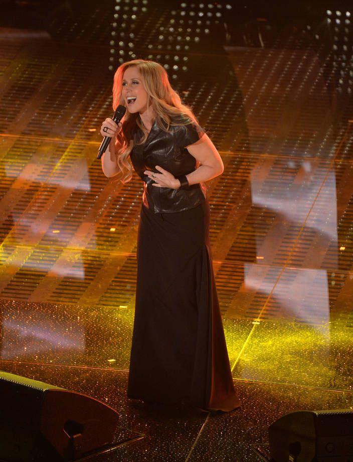 Abiti e look di Sanremo 2015 | Outfit con gonna lunga nera e camicia di pelle per Lara Fabian | FOTO