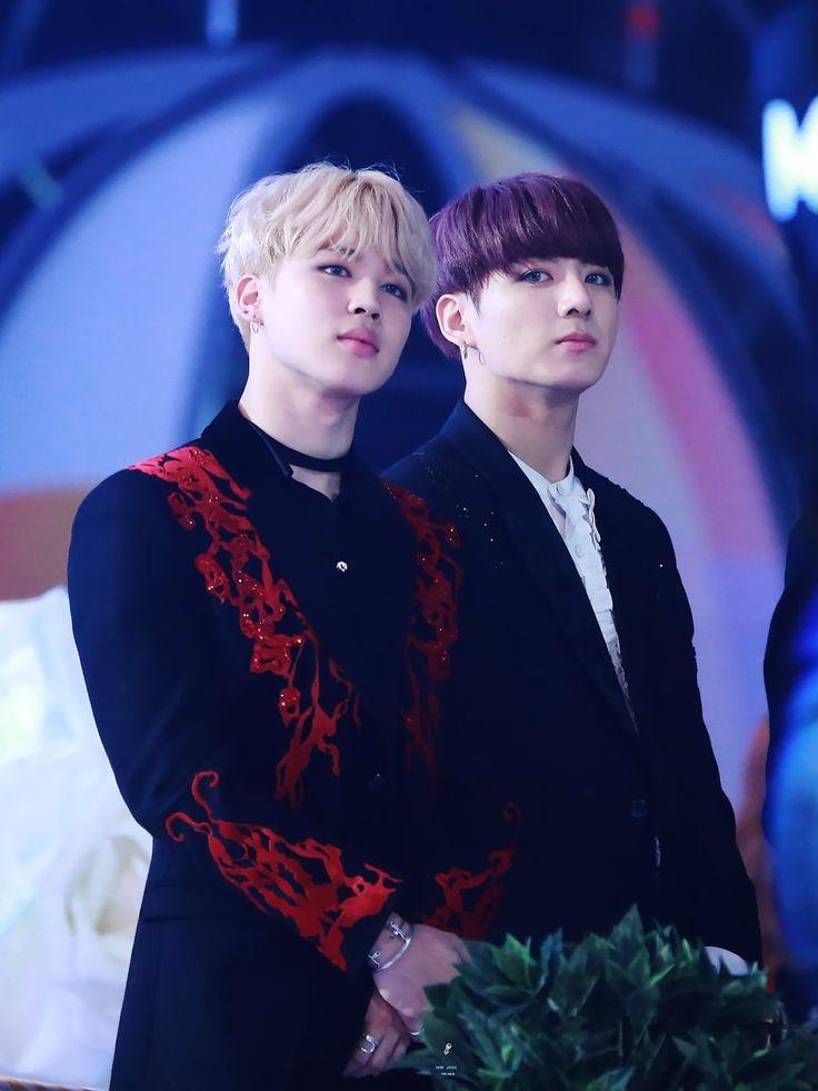 analizando melhor essa linda foto o que se vê?  pescoço marcado do senhor jeon jungkook  eu to no chao