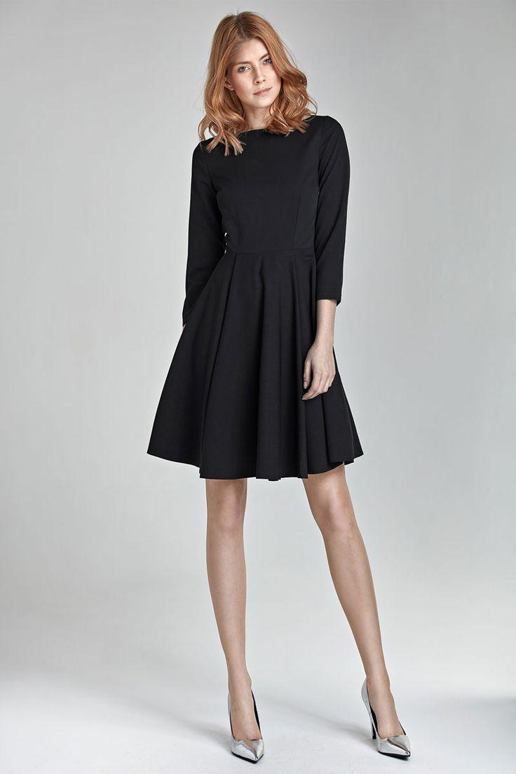 les 25 meilleures id es de la cat gorie robe noire classique sur pinterest robe chic. Black Bedroom Furniture Sets. Home Design Ideas