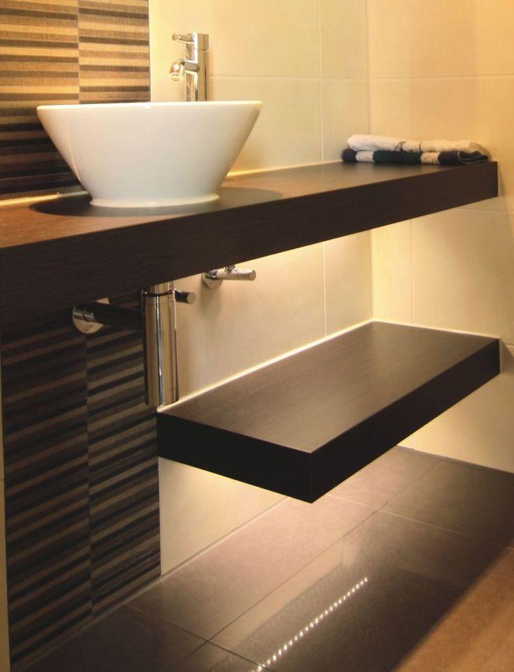 Ende September wurden im Rahmen des SBZ-Kreativ-Wettbewerbs die Badprofis des Jahres 2010 ausgezeichnet. Sie lieferten in den drei Kategorien Gäste-WC, Bad kleiner 9 m2 und Bad größer 9 m2 einen...