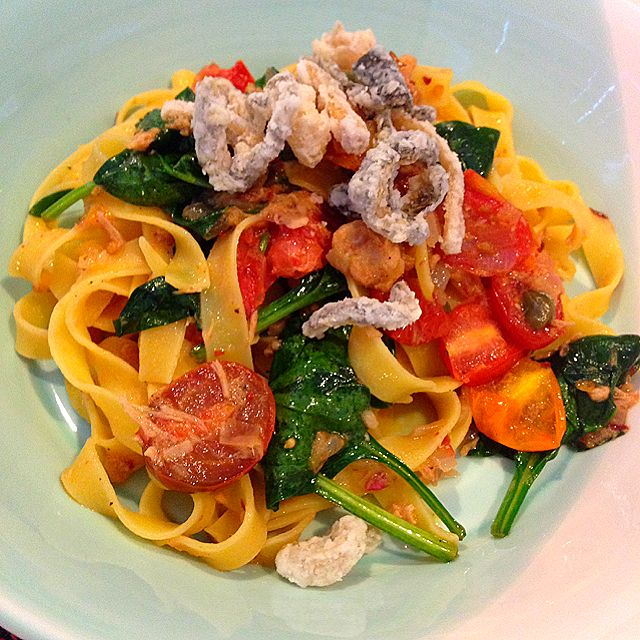 Tuna Fettuccine with Tomatoes and Spinach Recipe - coasterkitchen - Dayre