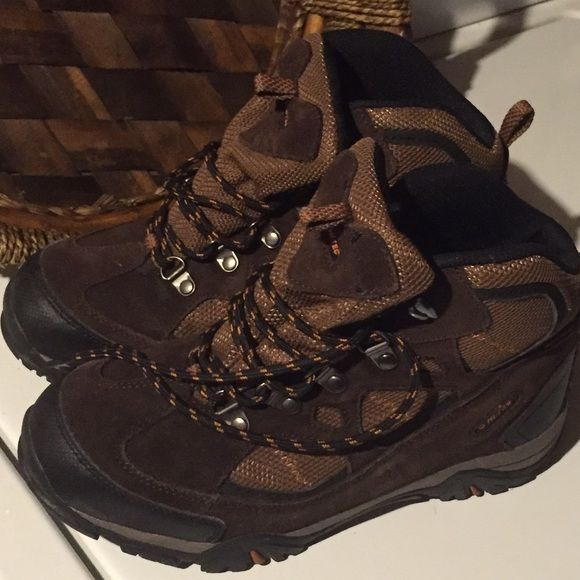 Hi-Tec Renegade Trail WP Waterproof Hiking Boot This is a Hi-Tec Renegade Trail WP Waterproof Hiking Boots. Never used. A very good quality boots. Hi-Tec Shoes Winter & Rain Boots